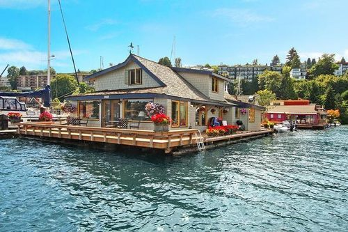 Sold: Houseboat from Sleepless in Seattle