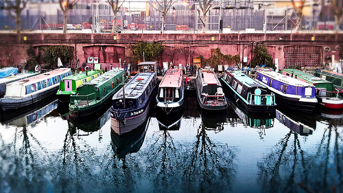 Avast, ye land Londoners! 10,000 choose to live on boats instead of homes