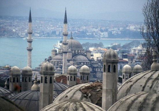 Russia severs tourism ties with Turkey