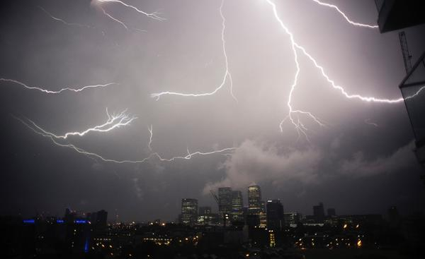 Photo of the Week: Lightning storms electrify London skyline