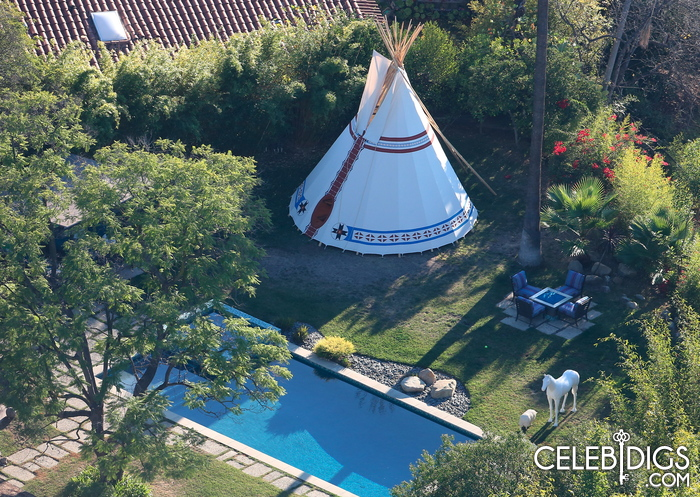 Miley Cyrus spends $25,000... on a tent