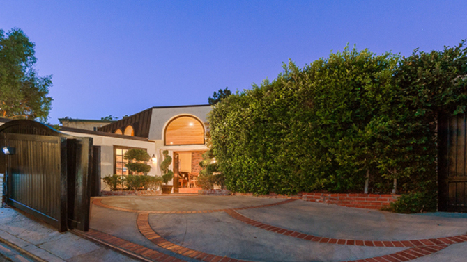 Robin Thicke lists home for sale