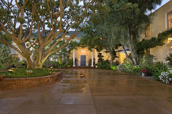 Taylor Swift is fearless in buying US$25m Beverly Hills estate