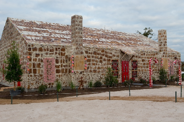 Texas builds world's biggest gingerbread house